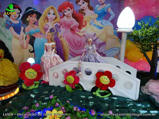 Mesa decorada de festa das Princesas - Aniversário infantil