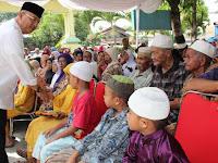 Wali Kota Medan Salurkan Ribuan Paket Zakat