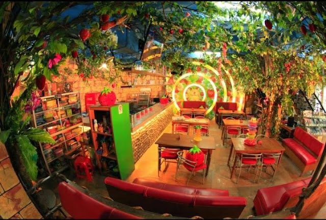 -Strawberry-Cafe
