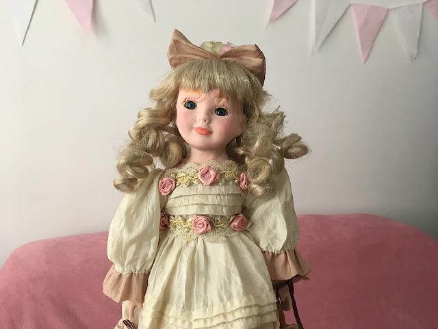 menininha de porcelana