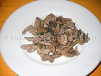straccetti di carne con funghi trifolati