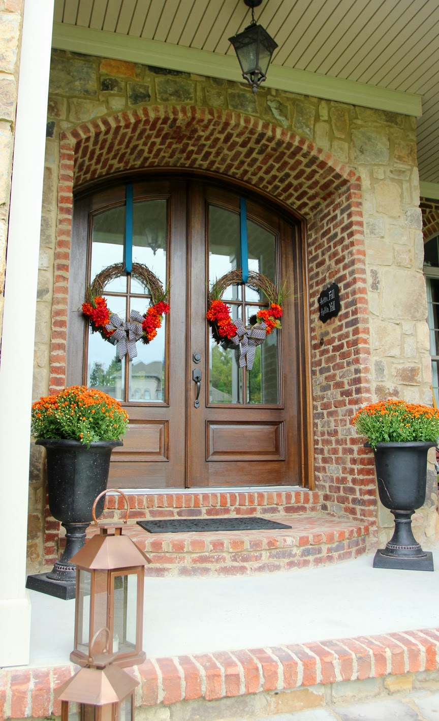 How To Hang A Wreath Without Damaging Your Door Less