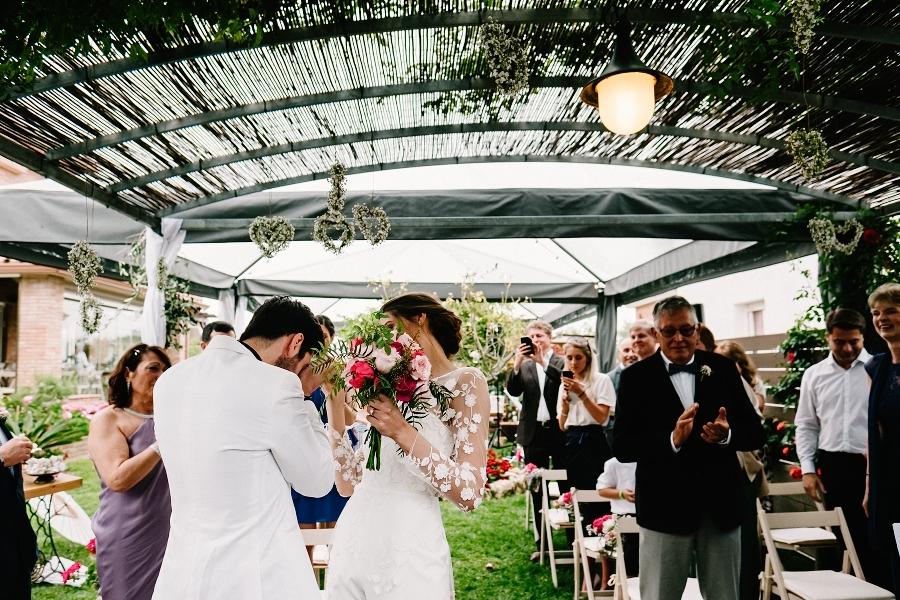Kepa Fuentes, fotógrafo de boda en Tarragona, una boda íntima internacional en el jardín de casa