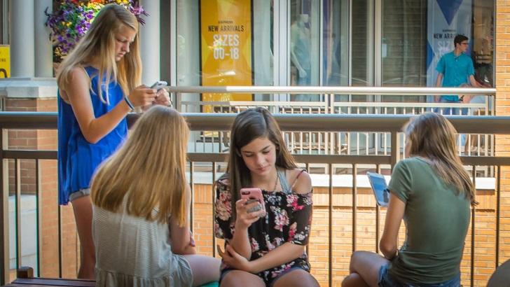 上網就等於進入公共空間,即使手機好像是「私人」的