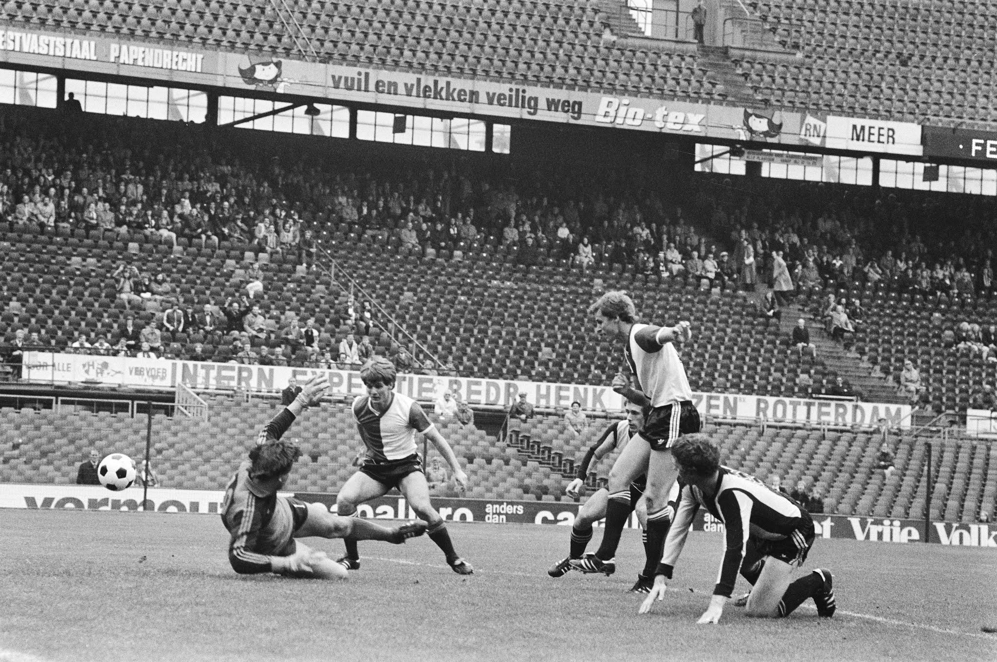 Peter Houtman scoort tegen Vitesse in 1978
