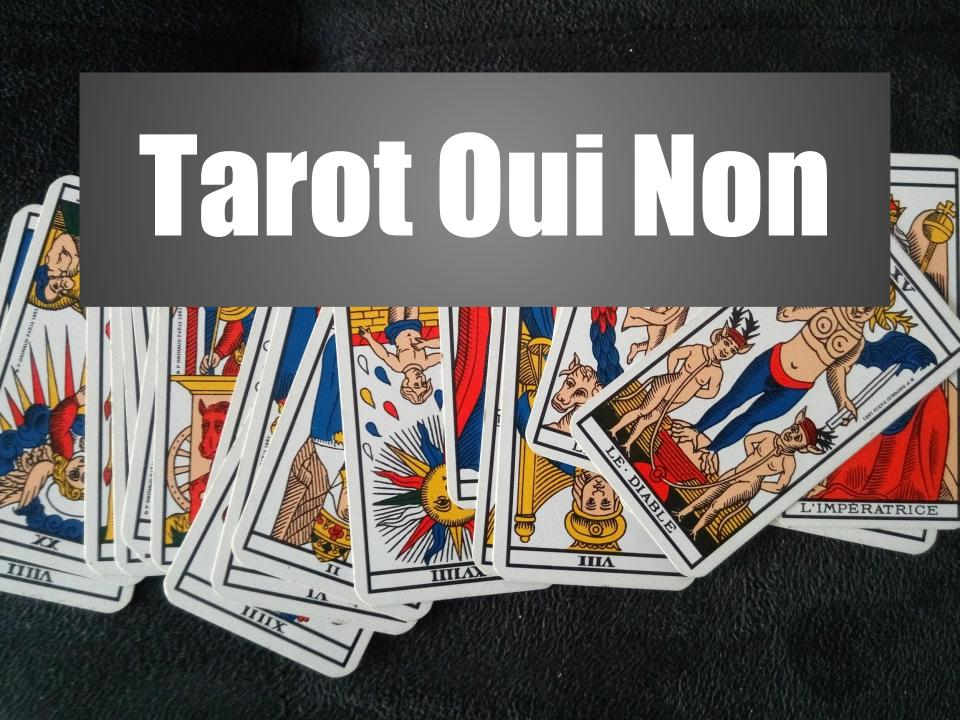 Des cartes de tarot de Marseille prêtes à être utilisées pour un tirage de tarot oui non