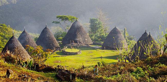 Ratusan Desa Adat Belum Dapat Hak Tanah dan Hutan, Peneliti: Harus Ada Satu Omnibus Law!