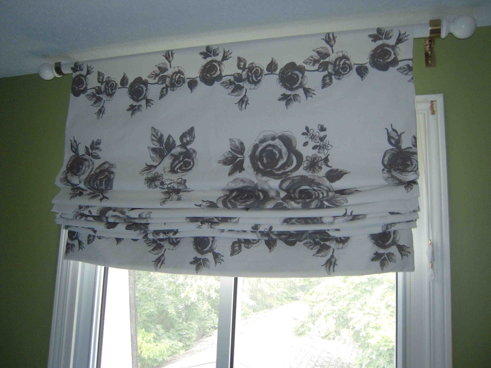 Roman Shades That Hang From A Curtain Rod Ag61 Roccommunity