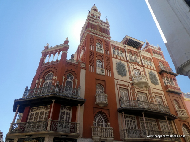 edificio La Giralda en Badajoz