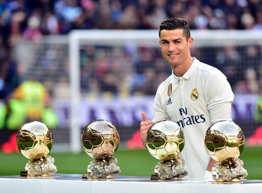 Cùng với Real, anh đã có thêm 3 Quả Bóng Vàng cùng vô số danh hiệu cũng như các kỷ lục