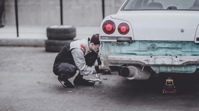 mengecheck masalah pada mobil