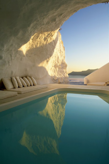 UN LUGAR: Natural Pool, Santorini, Greece 3