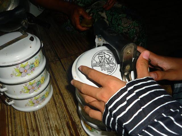 FOTO : Sambut Lebaran Dengan Tradisi Tukar Rantang. Foto doc Mang Yono