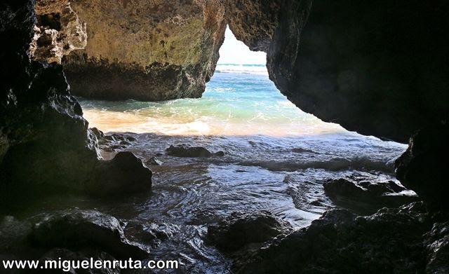 Uluwatu-Beach-camino