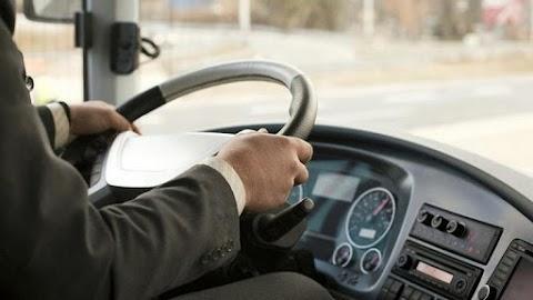 Úgy ment át a piroson egy autóbusz Szegeden, mintha nem is lett volna ott semmiféle lámpa – videó
