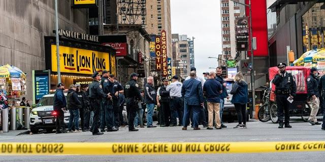 Times Square Berdarah, Tiga Saksi Tak Bersalah Tewas Dalam Baku Tembak