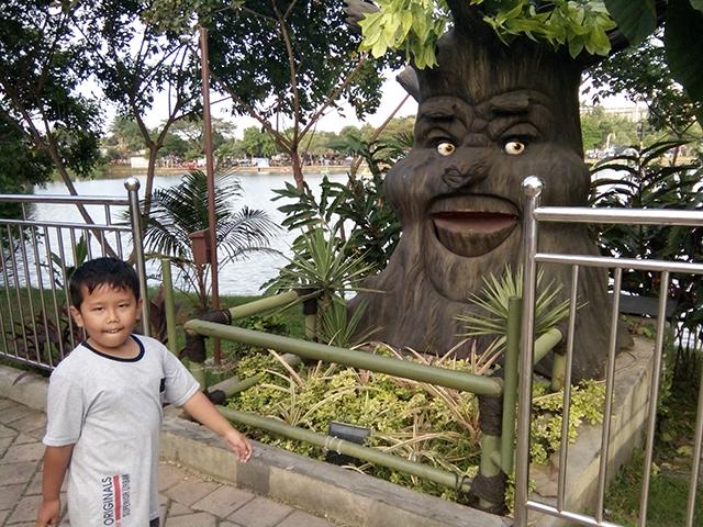 Taman Legenda TMII, pohon bicara