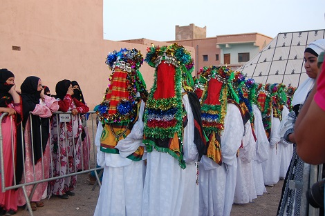 وثيقة/ قبيلة بزاكورة تمنع النساء من حضور الأعراس بعد صلاة المغرب و تغرم مستعملي 'الديدجي' و النكافات بـ500 درهم !