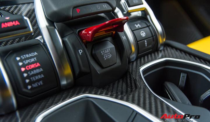 Bóc tách loạt trang bị trị giá hàng trăm triệu đồng lạ lẫm trên Lamborghini Urus vừa về Việt Nam
