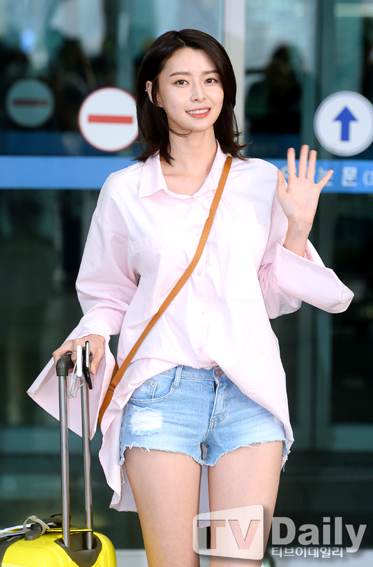 Photo 160623 Nara At Departure To Singapore From Incheon Airport
