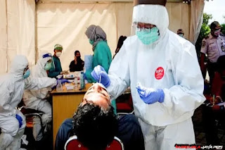 Rapid Test Antigen Covid-19, Kerumunan Warga Saat Presiden Jokowi di NTT Negatif