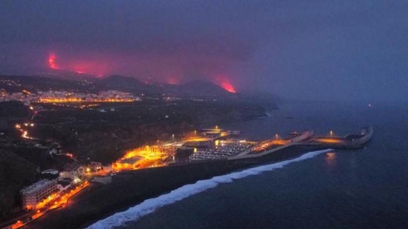 La Palma'da lavlar Atlas Okyanusu'na ulaştı