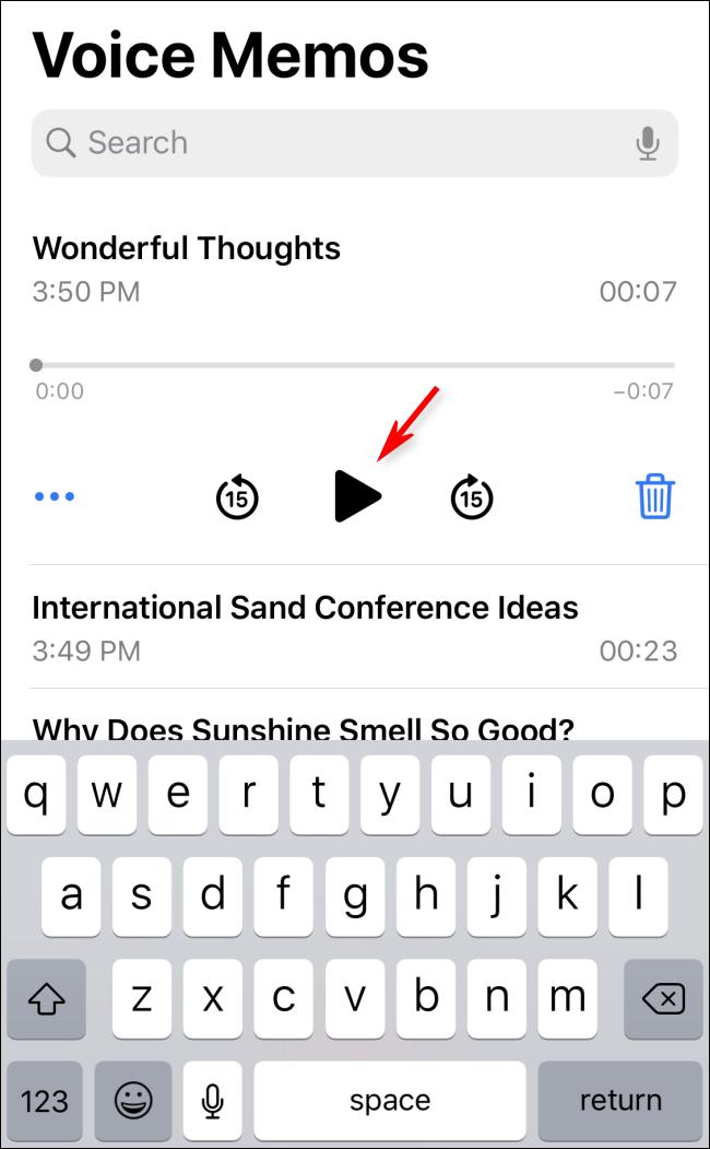 قم بتشغيل مذكرة صوتية في iOS