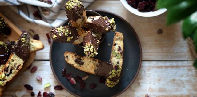 Ιταλικά μπισκότα με φιστίκια και cranberries