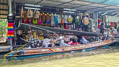 Sensasi Wisata Pasar Terapung