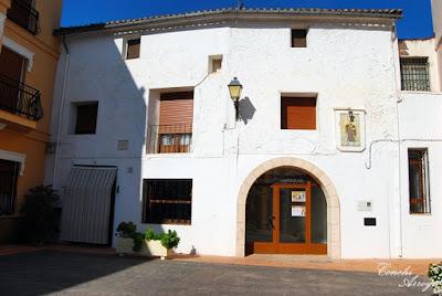 Núcleo primigenio de Manuel, la plaza de San Gil donde se encuentra la antigua mezquita , casa abadía y la casa de los señores de Manuel