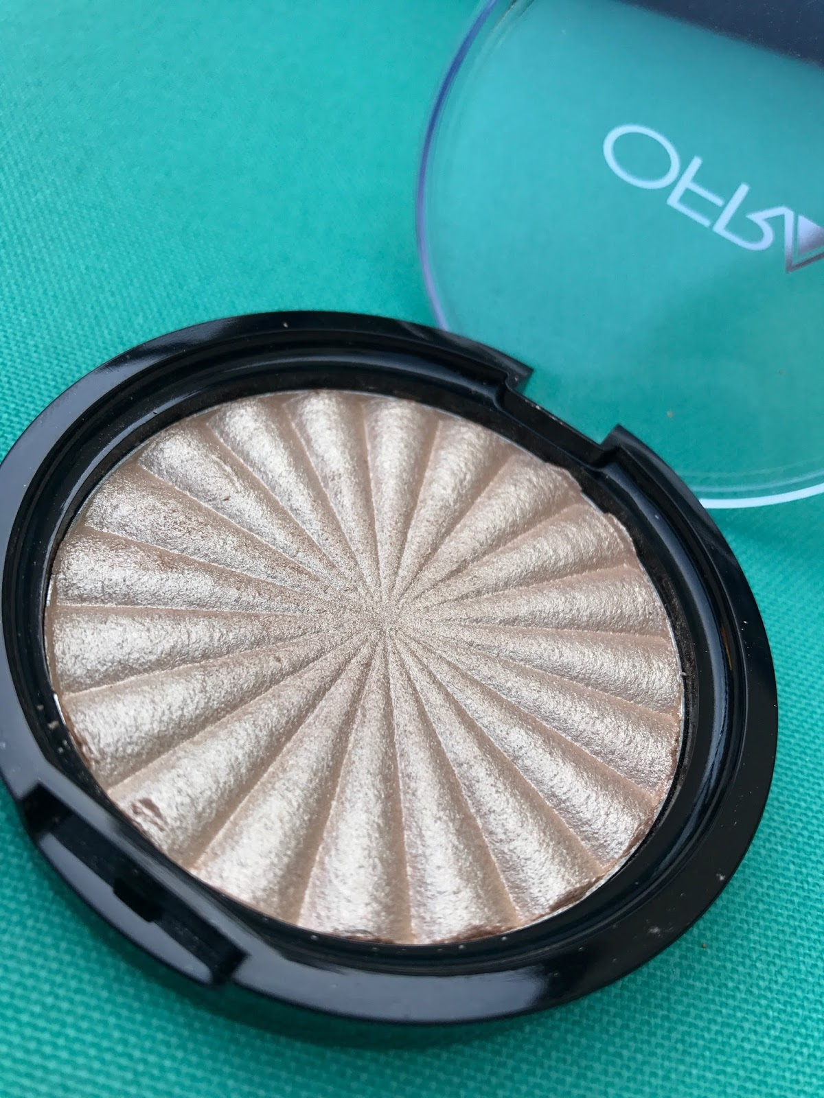 Beauty Continued Rodeo Bundling 3 Maroon M If You Paid Attention To The Title Know Im Talking About Drive Highlighter From Ofra Cosmetics