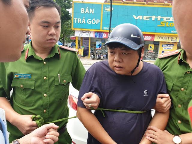 Nhóm người Trung Quốc gắn thiết bị lạ để trộm thông tin ATM lấy tiền