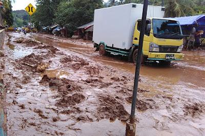 Banjir Bandang Karamkan Dua Desa di Daerah Ini
