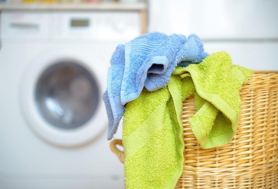 Elimina el mal olor de tu cubo de la ropa sucia