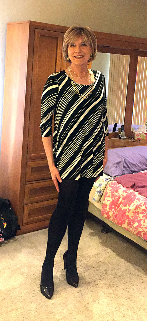 Wearing LTD tunic, Hue tights and Payless Janine pointy toe pumps