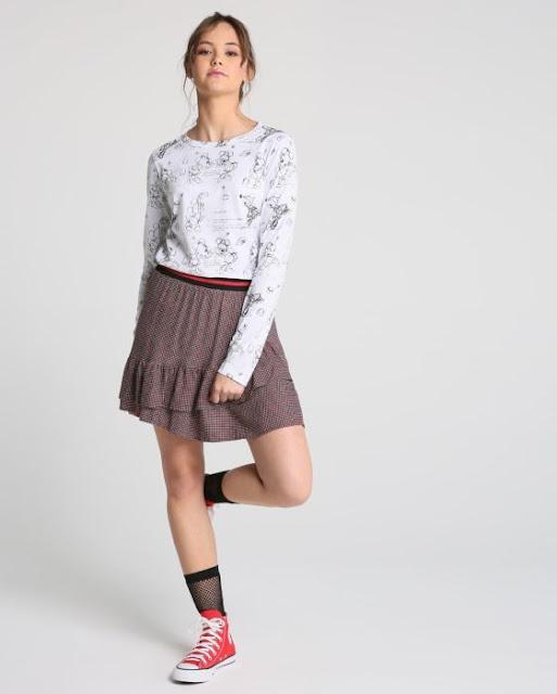 A estampa por toda a peça torna o modelo mais divertido e descontraído. Combine com calça jeans cropped e chunky shoes para um visual street despojado