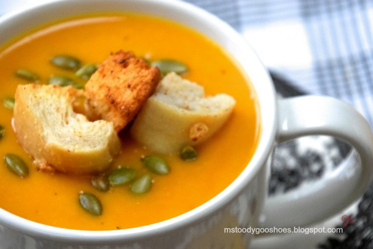 This carrot ginger soup is thick and creamy, yet surprisingly low calorie! | Ms. Toody Goo Shoes