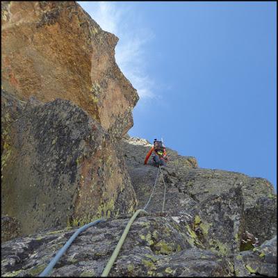 Escalando el tercer largo del Espolón Norte del Ramougn