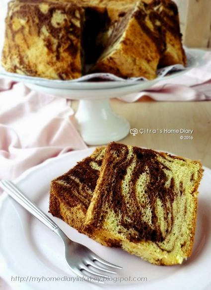Orange Chocolate marble Chiffon Cake and tips how to make marble pattern / Resep marmer Chiffon cake jeruk | Çitra's Home Diary.