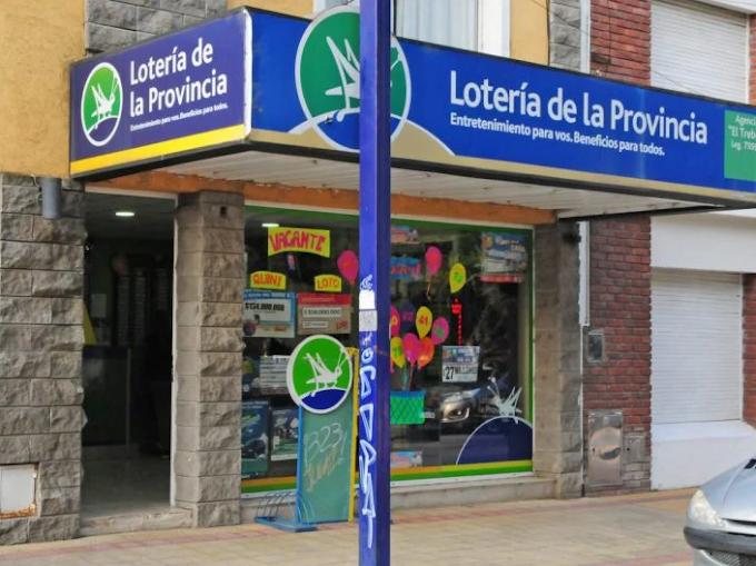 SE NECESITA EMPLEADO/A PARA AGENCIA DE LOTERIA