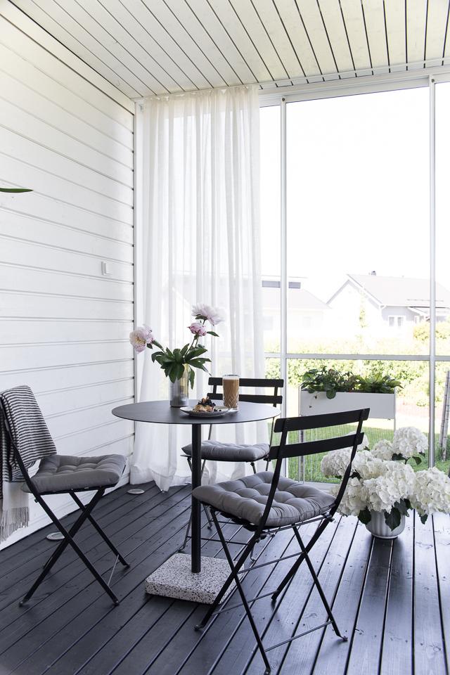 Villa H, sisustus, terassi, Hay terrazzo pöytä, terassin sisustus,