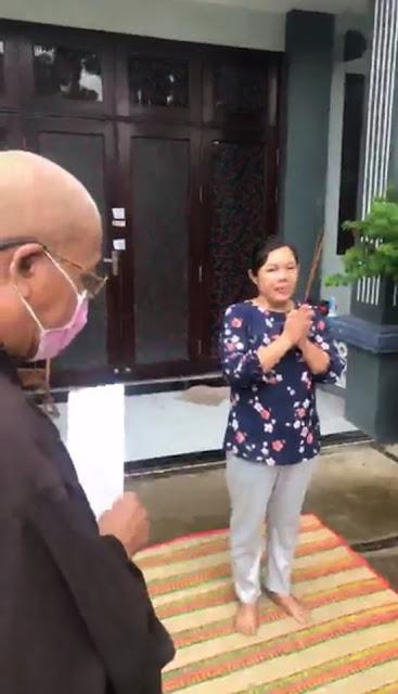 Chủ Gia Trang Quán viết đơn xin được vào nhà cúng giỗ ông nội