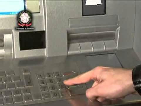 Come non farsi clonare il Bancomat: i consigli della Polizia