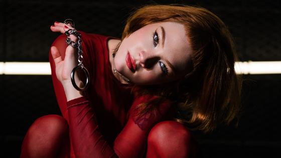 Rom Pom Pom Pom! Jade Baralda lança misterioso videoclipe de 'Perigo'