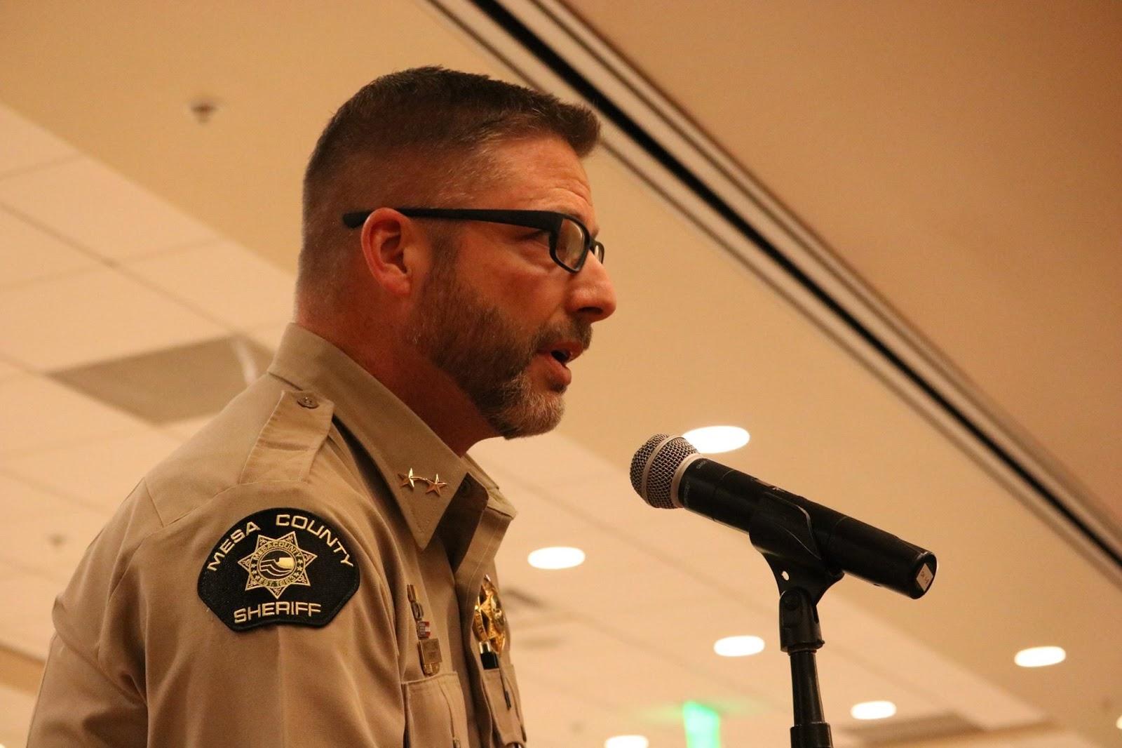 sheriff matt english talks - HD1600×1066