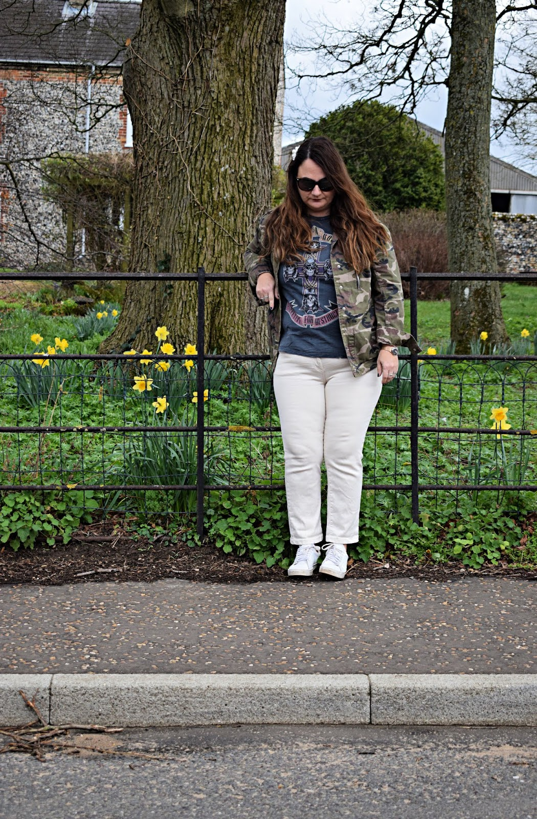 How to wear cream jeans