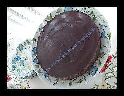 GANACHE; CHOCOLATE; SOBREMESA; TORTA DOCE; CREME DE AVELÃ COM CACAU; CHANTILLY; MASSA DE BISCOITO PARA TORTA; RECEITA COM NUTELLA