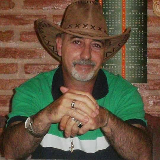 FLORES EN TU OMBLIGO, la voz poética de Walter Faila