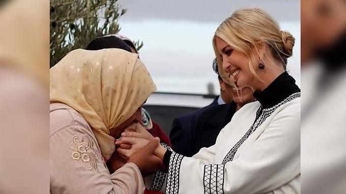 La foto de una mujer marroquí besando las manos de Ivanka Trump se hace viral.