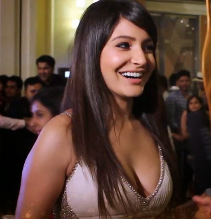 Anushka Sharma Hot Sexy Pics